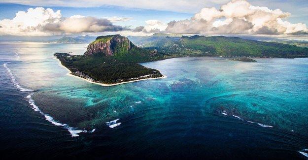 Mauricio declara el estado de emergencia como barco encallado derrames de combustible