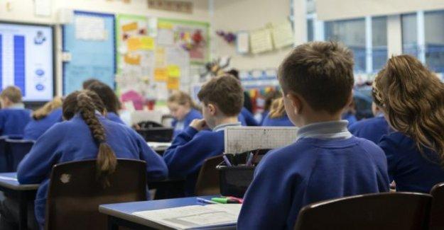 Mayores, los niños de la escuela debe cara del desgaste de revestimientos'