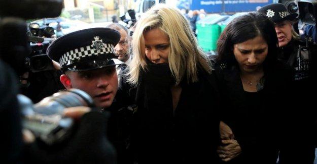 Médico forense: anfitrión de la TV Flack se mató a sí misma antes de juicio por asalto