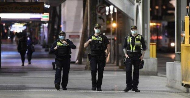 Melbourne 'la policía atacó y el anzuelo' sobre el toque de queda