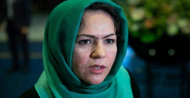 Miembro femenino de afganistán equipo de paz sobrevive a ataque por hombres armados