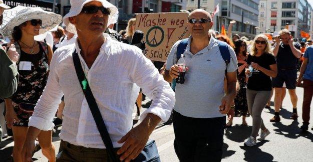 Miles protestan en Berlín contra el coronavirus restricciones