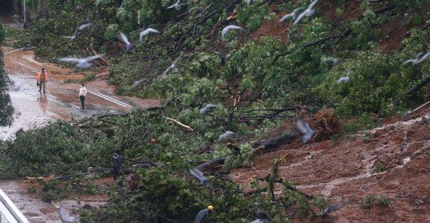 Monzón de inundación, deslave matar a 15 en la India, equipo de desastres enviado