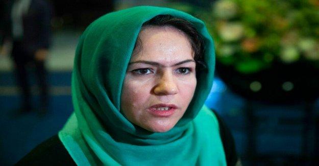 Mujer afgana Talibanes en las conversaciones de paz heridos en 'intento de asesinato'