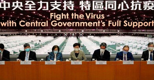 NOSOTROS sanciones pro-China líder de Hong Kong, otros funcionarios