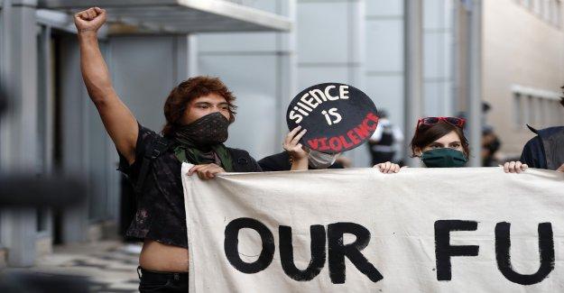 Negro Vidas Asunto tiene rally en Chicago para apoyar a los detenidos después de los saqueos, disturbios
