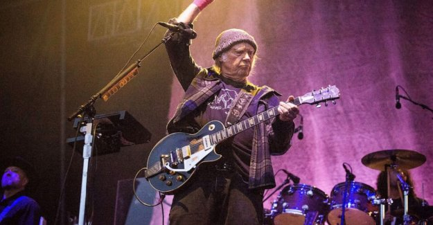 Neil Young demanda Triunfo de la campaña, ridiculizando el uso de melodías