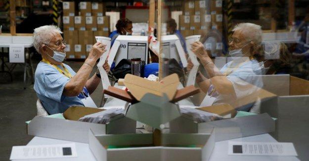 Nevada por correo a todos los electores boletas; Trump promesas demanda