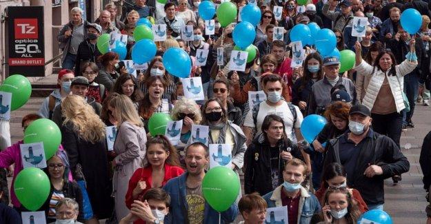 Nuevas protestas contra la detención de los populares de rusia gobernador