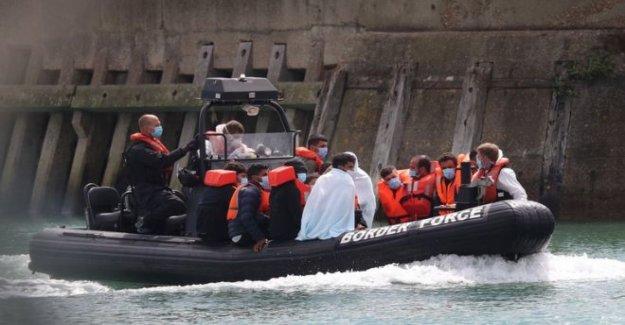Ocho botes de inmigrantes intento cruzando el Canal de la