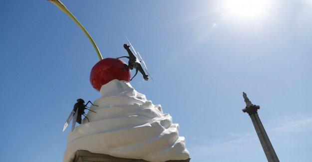Ominoso crema batida arte viene a Trafalgar Square, Londres,
