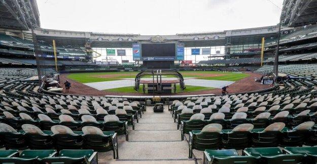 Otro aplazamiento sonajeros de la MLB; Cerveceros' Caín se acoge