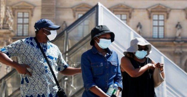 París hace máscaras obligatoria en algunas áreas al aire libre