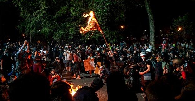 Policía del Estado de Oregon para no proteger al palacio de justicia federal en el centro de los disturbios