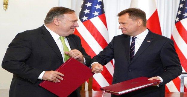 Pompeo signos de defensa de acuerdo para apoyar más a las tropas estadounidenses en Polonia