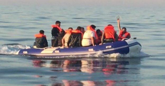 ¿Por qué son los migrantes que cruzan el Canal de la mancha?
