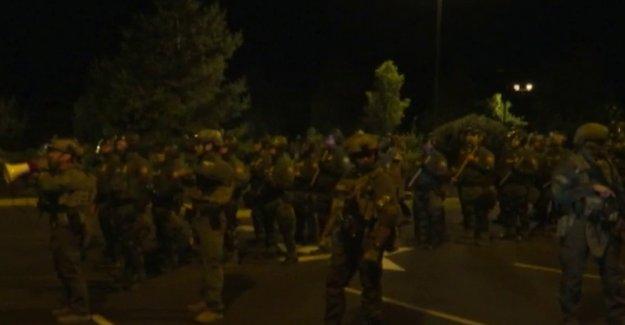 Portland para permitir a los policías para interactuar con algunas de las autoridades federales
