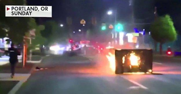 Portland protestas se mueven en 'por lo general tranquila de noche las calles, informe dice