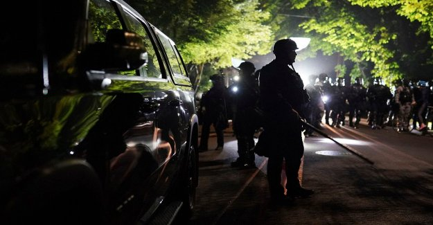 Portland riot declarado como el fuego quema en las oficinas del sindicato de la policía