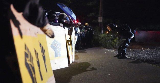 Riot volvió a declarar en Portland después de multitud de marchas en la policía edificio de la unión de