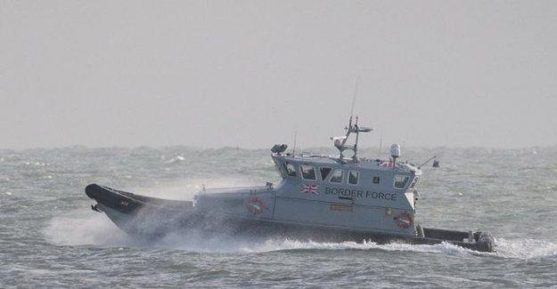Seis barcos que transportan 71 inmigrantes que llegan en el reino unido