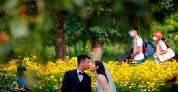 Sin máscaras, sin distancia: Pandemia de la boda horrores para los vendedores