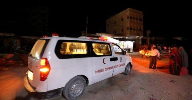 Somalí hotel golpeado por los mortales de la bomba y la pistola de ataque
