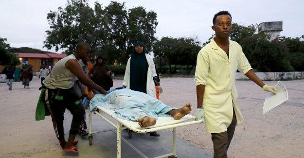 Somalia hotel atacado por coche bomba, pistoleros; al menos 5 muertos en el caos