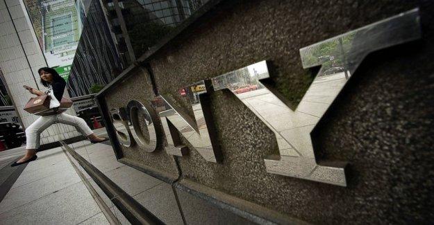 Sony fines de lucro como la gente quedarse en casa a jugar video juegos
