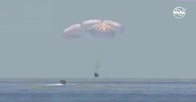 SpaceX Dragon astronautas a salvo de regreso en la Tierra después de la Florida amerizaje