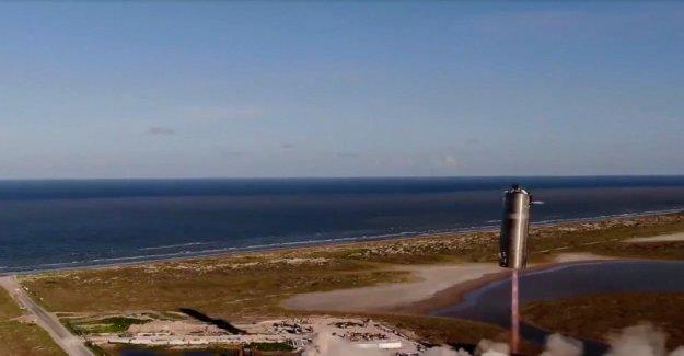 SpaceX de Marte de la prueba de cohete hace 1er vuelo, aterrizaje vertical