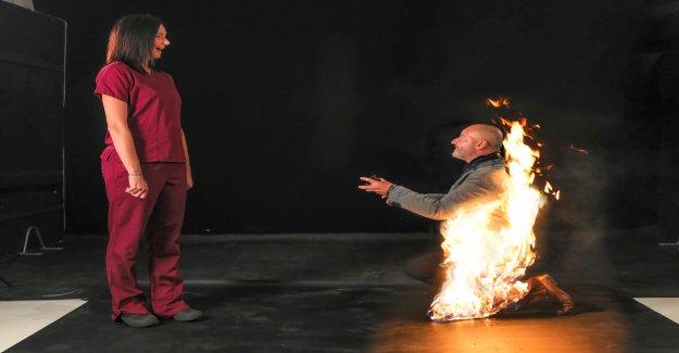 Stunt actor propone en el fuego: Ella estaba tan sorprendida'