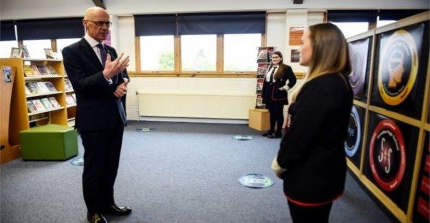 Swinney 'oye la ira' de los alumnos sobre SQA resultados