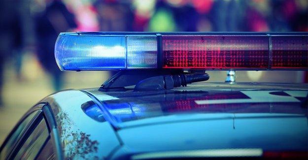 Tennessee hombre acusado de fumar crack delante de los policías, embestida vehículo de la policía
