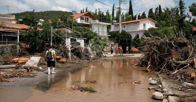 Tormenta de inundaciones en la isla griega, deja 7 muertos, entre ellos un bebé
