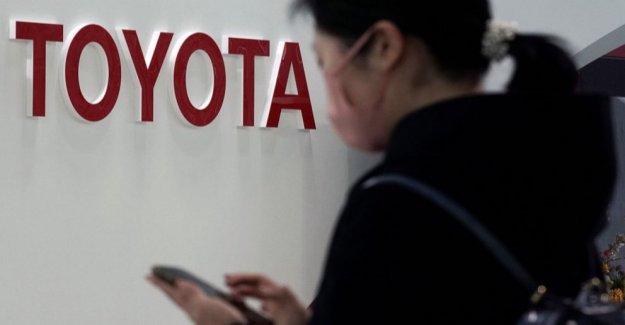 Toyota beneficio se sumerge como pandemia mitades de la venta de vehículos
