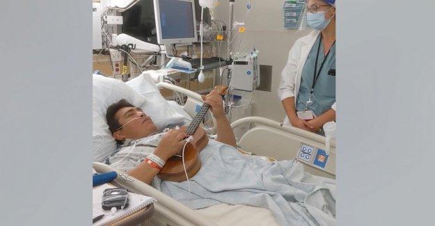 Trasplante de corazón destinatario tocaba el ukelele, cantó un dueto antes de la cirugía