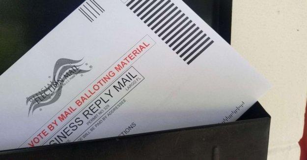 Trump sugiere que él había oponerse a USPS financiación a doler voto por correo, luego dice que no
