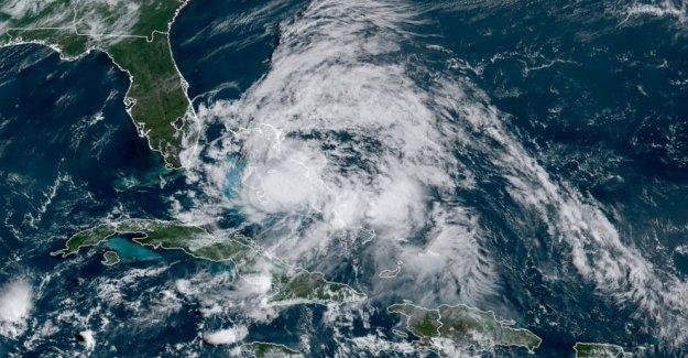 Un debilitado a Tormenta Tropical Isaias pestañas de virus-hit de la Florida