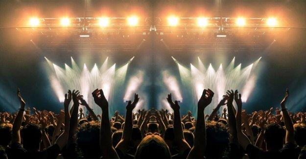 'VIP para todos': Vídeo de primero de gran Bretaña socialmente distanciado concierto se hace viral