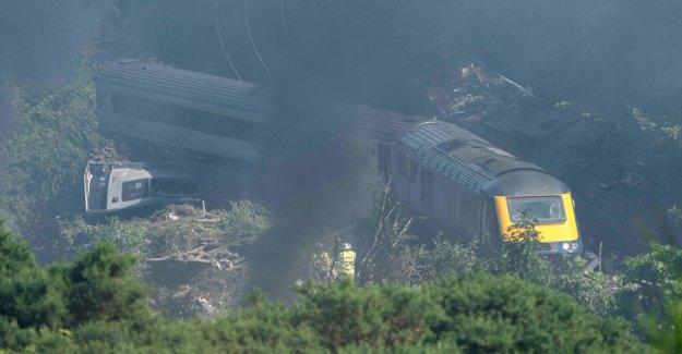 Varias agencias de investigar fatal descarrilamiento de un tren de Escocia