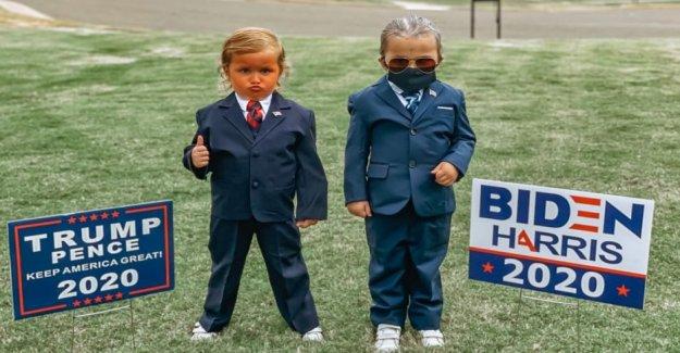 Dos niñas, de 4, de desgaste de Triunfo, Biden disfraces para Halloween