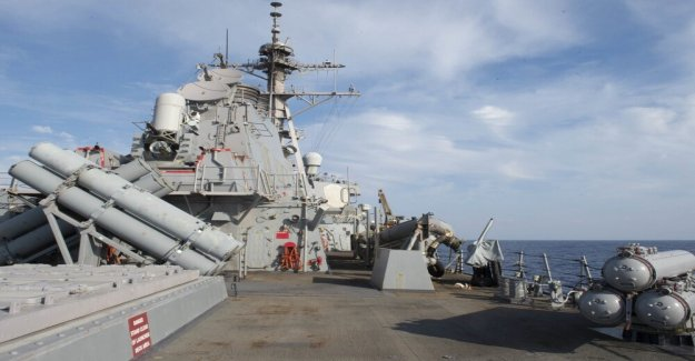 La armada de armas antitanques con nuevo avión no tripulado, de aeronaves y misiles defensas