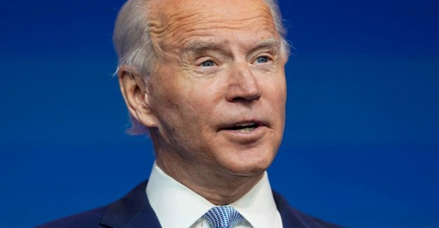 La parte superior Facebook, Twitter ejecutivos donado decenas de miles de dólares a Biden campaña
