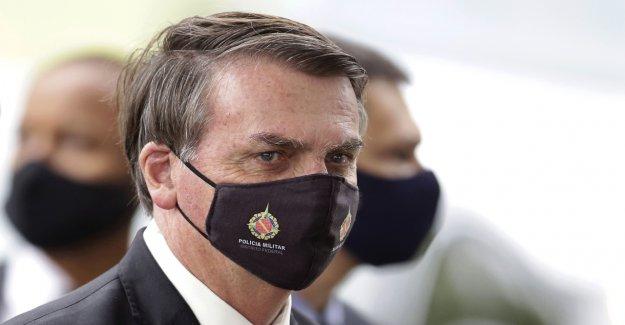 El presidente brasileño Jair Bolsonaro sugiere coronavirus hecho en laboratorio para librar 'guerra biológica': informes