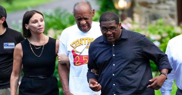 Bill Cosby liberado de la prisión de Pennsylvania después de que el caso de agresión sexual fuera desestimado
