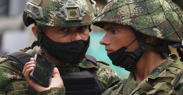 Colombia coche bomba en base militar hiere al menos 36