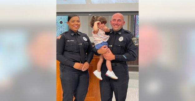 Oficiales de policía de Massachusetts reconocidos por resucitar a una niña que casi se ahogó, salvándole la vida