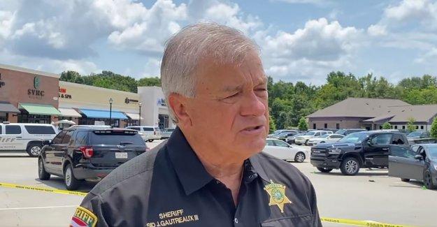 Hombre de Louisiana acusado de matar a su abuela, apuñalar a su madre e herir a otras tres personas durante alboroto: policía
