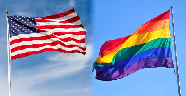 Maestro de Calif que quitó la bandera de los Estados Unidos, sugirió que los estudiantes juraran lealtad a la bandera del orgullo quitados del aula
